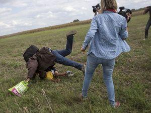 Tendang Imigran, Juru Kamera TV Dipecat
