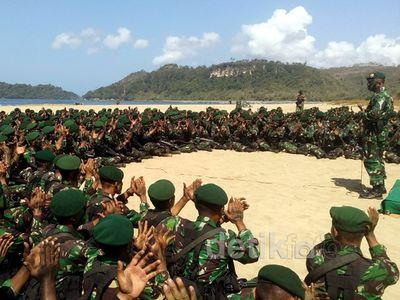Aksi Batalyon Raider Gelar Simulasi Selamatkan Sandera Teroris