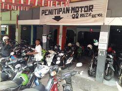 Gurihnya Bisnis Parkir Dekat Stasiun KRL, Raup Rp 35 Juta/Bulan