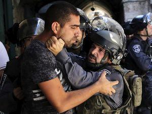 Israel Larang Warga Palestina ke Masjid Al Aqsa