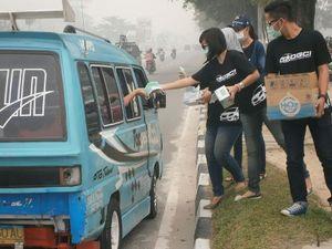 Asap Kian Bahaya, Pengguna Datsun Bagi-bagi Masker