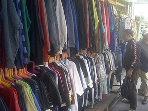Tarif Loloskan Pakaian Impor Bekas Ilegal Hanya Rp 200 Juta per Kontainer