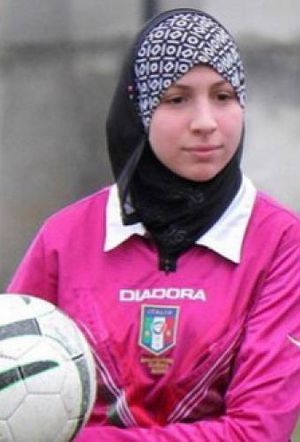 Aksi Chahida Chekkafi, Wasit Sepakbola Berhijab Pertama di Italia