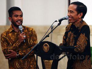 Jokowi Makan Bareng Pesepak Bola Piala Presiden