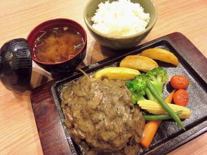 Ada Hamburg Steak Berlumur Truffle Oil dan Chicken Curry Gurih Legit di Mottomoo