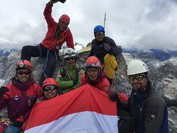 Mau Mendaki 7 Puncak Tertinggi Indonesia, Begini Caranya!