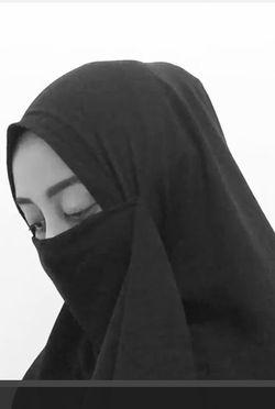Takut Diserang Haters, Ana Bercadar di Video Poligami yang Populer di Internet