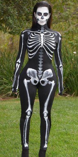 Kostum Halloween Favorit Kim Kardashian, Putri Jasmine Hingga Tengkorak