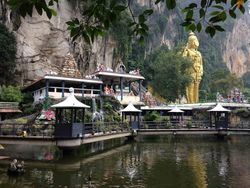 Patung Raksasa, Anak Tangga & Kuil di Batu Cave, Malaysia