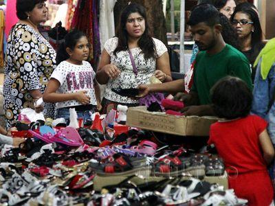 Ramainya Pasar Malam Terbesar di Kuala Lumpur
