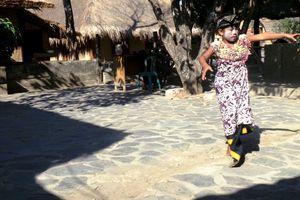 Tari Jenaka untuk Hibur Bocah Sunatan di Lombok