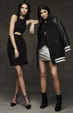 Kendall & Kylie Jenner Dilempar Telur Saat Promosikan Label Busananya