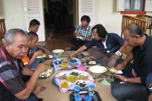 Harus Coba di Belitung, Pesta Makan Bedulang!