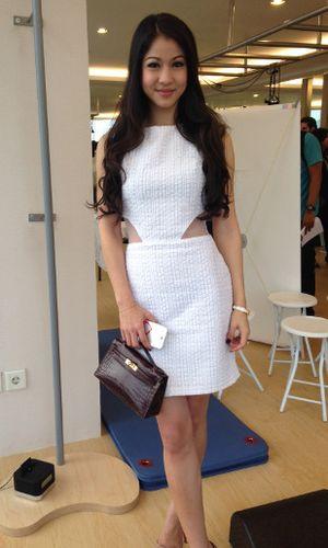 Miss Indonesia 2009 Obati Cedera Lutut karena Sepakbola dengan Pilates