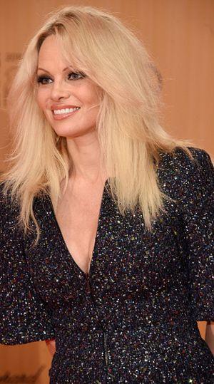 Tampil di Sampul Terakhir Playboy, Pamela Anderson Didukung Anak