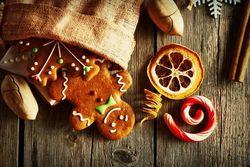 Ini Fakta Unik Permen Tongkat dan Fruitcake khas Natal