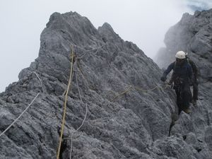 Hiportemia, Badai Salju & Suhu Ekstrem di Puncak Carstensz