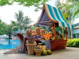 Serunya Menikmati Takjil dan Ragam Buah Tropis di Pasar Apung Cikini