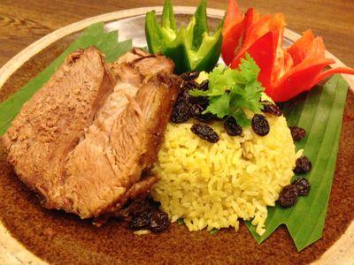 Sedapnya Nasi Kebuli dengan Kambing Guling Empuk di Asia Restaurant
