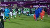 Tingkah Lucu Bocah Jersey Kantong Plastik Saat Bertemu Messi