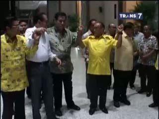 Golkar Punya 2 Ketua, Aburizal Bakrie Vs Agung Laksono