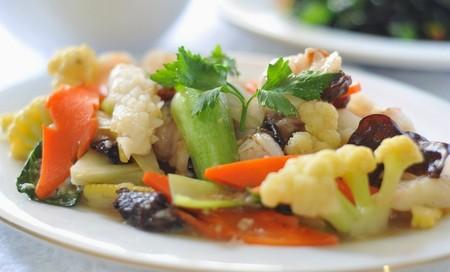 campuran wortel,kol,kapri dan ayam ditumis dengan bumbu traditional
