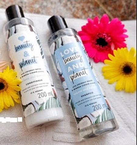 Hope and Repair shampoo merawat & menutrisi rambut rusak agar kembali lembut dan sehat. Dilengkapi dengan kandungan bahan alami organic Coconut Oil dan keharuman Ylang Ylang yang lembut. Dengan kandungan organic Coconut Oil, shampoo ini membantu merawat d