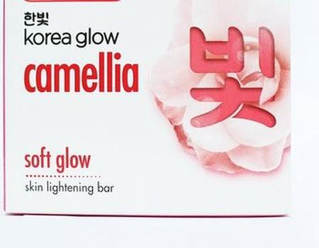 Korean Glow Soap Soft Glow merupakan Indulgent body wash dengan Bunga Camellia yang lembut memanjakan. Khasiat Bunga Camellia dengan tingginya kandungan vitamin E, akan membuat kulit tetap cerah, lembut secara alami, sehingga memberikanmu kulit choc-choc