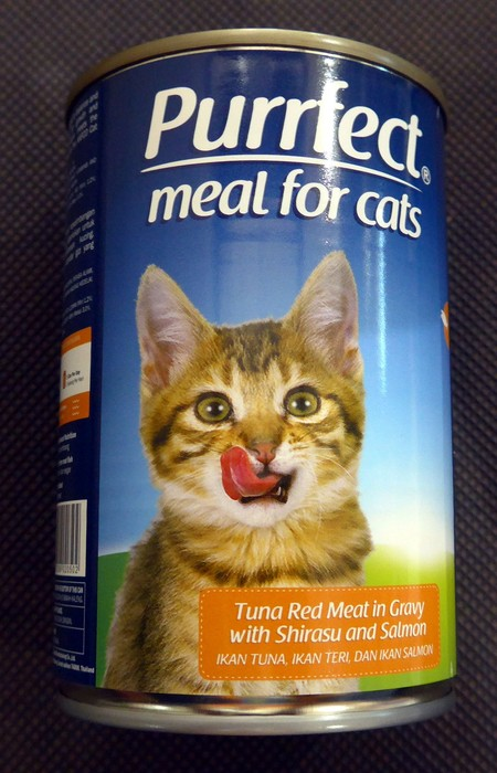 Cat Food. Tuna Red Meat in Gravy with Shirasu