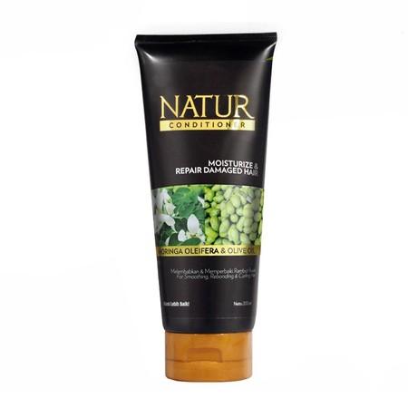 Natur Moringa Conditioner membantu merawat kemilau rambut hitam sehingga rambut hitam anda tampak sehat berkilau, rambut terasa halus, lembut, lembab serta mudah diatur.