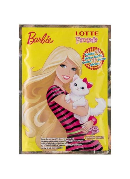 Deskripsi Permen karet bubble gum Lotte Fantasia koleksi stiker Barbie 1 bungkus isi 4pcs. Koleksi stiker Barbie dengan 6 kemasan yang berbeda. Rasa anggur.