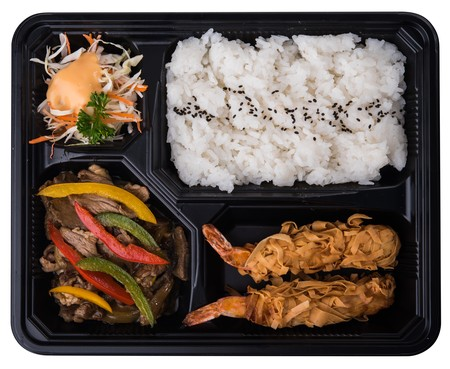 beef teriyaki disajikan dengan nasi panas