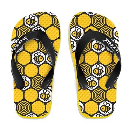 Slipper Konnichiwa adalah Alas kaki Anak berbahan karet yang lentur dan nyaman untuk keperluan sehari hari Lebah