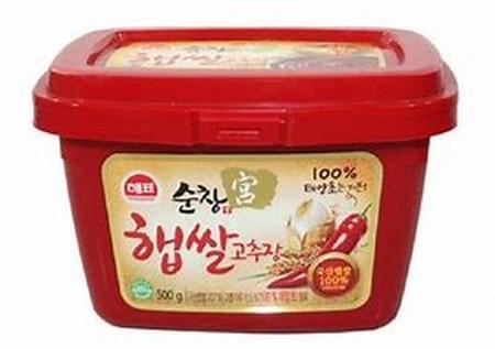 Pasta cabe merah pedas dengan cita rasa khas dari Korea yg selalu digunakan pada hampir semua masakan Korea populer. Senjatanya koki-koki handal masakan Korea. Cocok untuk masak : Bibimbap, Topokki, Yangnyrom Tongdak, Kimchi, dll.