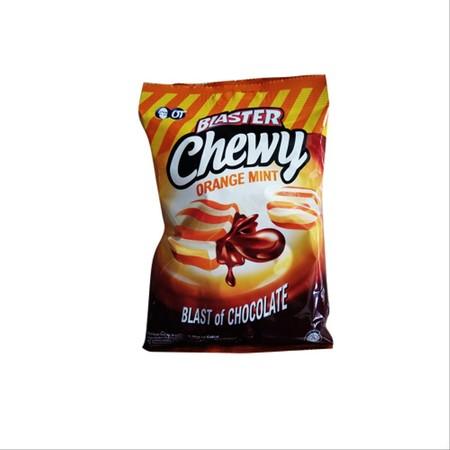 Blaster Chewy Orange Mint Permen merupakan permen belang empuk isi coklat dengan perpaduan rasa mint dan jeruk yang nikmat saat dikunyah.
