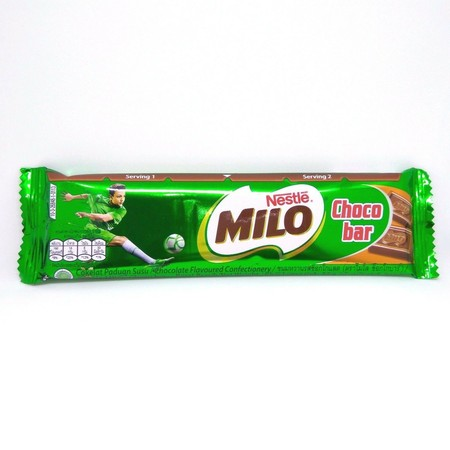 Ini adalah salah satu varian dari Milo. Berupa bar cokelat dgn isi bubuk2 Milo padat. Bisa dibilang merupakan batangan2 cokelat enak yg penuh energi dari kebaikan Milo. Dikemas dalam foil2 hijau khas Milo dgn netto 15 gr. Ukuran mini pas buat bekal aktifi