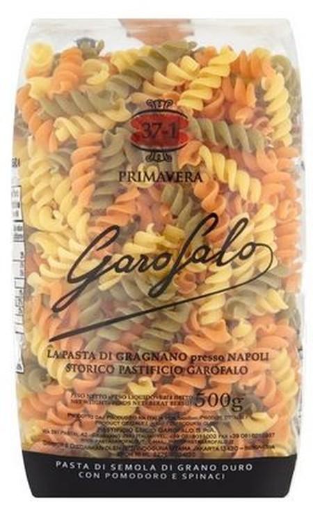 Garofalo Pasta Fusilli Primavera terbuat dari Gandum Durum Semolina yang dibuat khusus oleh Pasta Master, adonan yang dibuat dicampur dengan bayam segar berkualitas dan tomat Italia segar, sehingga memunculkan nuansa bendera Italia.