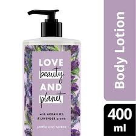 Lelah dengan polusi? Begitu juga dengan kulitmu. Pure & Positive body wash kami memadukan kandungan Tea Tree Oil dengan keharuman mewah Vetiver, yang membersihkan polutan yang menempel pada tubuhmu dengan lembut, membuatmu merasa segar dan cantik alami. D