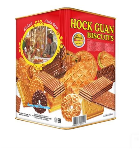 Bermacam-macam aneka biskuit dalam kemasan kaleng