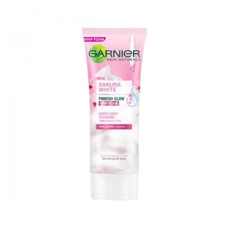 Non-soap formula dan ultra-mild cleansing agent dengan Triple Moisturizing Action, membersihkan kulit tanpa menjadikannya kering/terasa kaku.