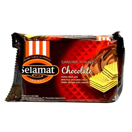 coklat wafer yang renyah dengan lapisan krim coklat yang banyak di dalamnya. perpaduan pas dari krim coklat tebal dan wafer coklat yang renyah akan menghadirkan begitu banyak kelezatan.