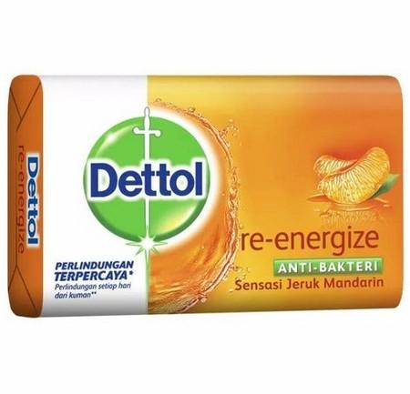Dettol Sabun Batang (Barsoap) Re-Energize Merupakan Sabun Mandi Anti Bakteri Bertekstur Cair Yang Mampu Memberi Perlindungan 12 Jam Terhadap Kuman Penyebab Bau Badan (Kaki, Ketiak Dan Lain-Lain). Dengan Kesegaran Khas Mentimun Dapat Membangkitkan Semangat