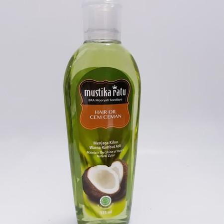 Minyak kelapa . Mengandung bahan-bahan alami .Untuk merawat kilau rambut, membantu merawat kehitaman rambut dan merawat kekuatan akar rambut agar tidak mudah patah atau rontok.