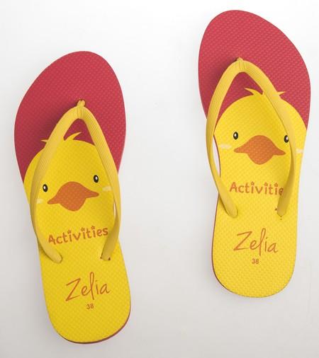 Slipper Zelia adalah Alas kaki Wanita berbahan karet yang lentur dan nyaman untuk keperluan sehari hari dengan motif Duck yang lucu
