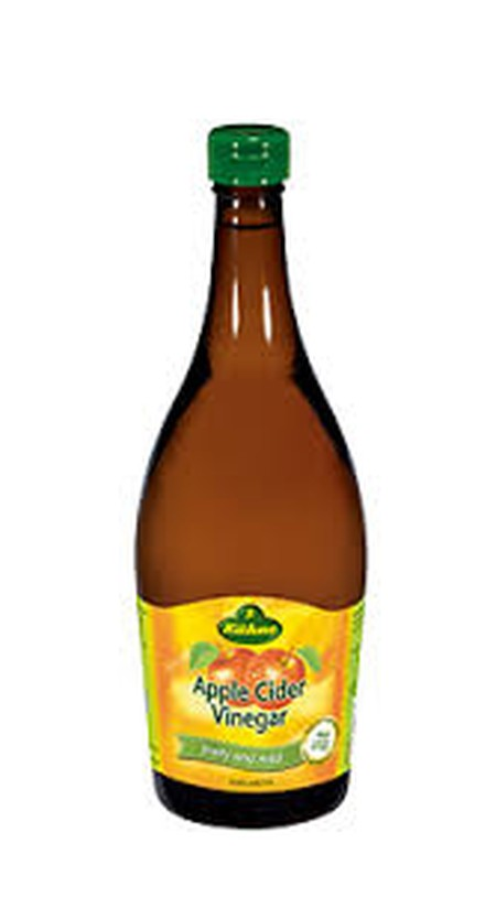 Apples can do anything: They taste great alone, in a strudel or as juice. And now the local fruit that goes into our Mild Apple vinegar speciality will shake salads up. With fruity cider vinegar and the mild sweetness of apple juice concentrate, this vine