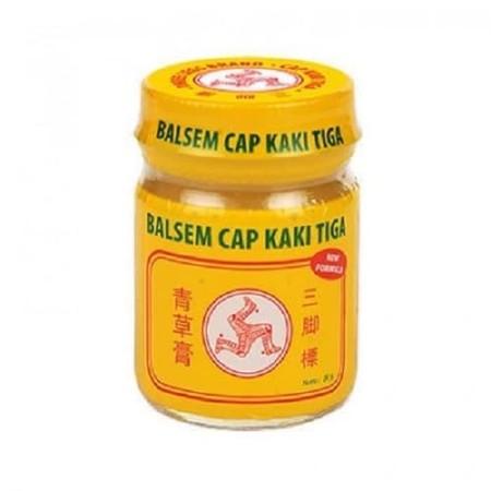 Balsem Kuning Cap Kaki Tiga mengandung Clove Oil (Minyak Cengkeh) yang membantu meringankan pusing, sakit kepala, masuk angin, dan membantu meredakan gatal-gatal karena gigitan serangga dan juga cocok untuk pijat.