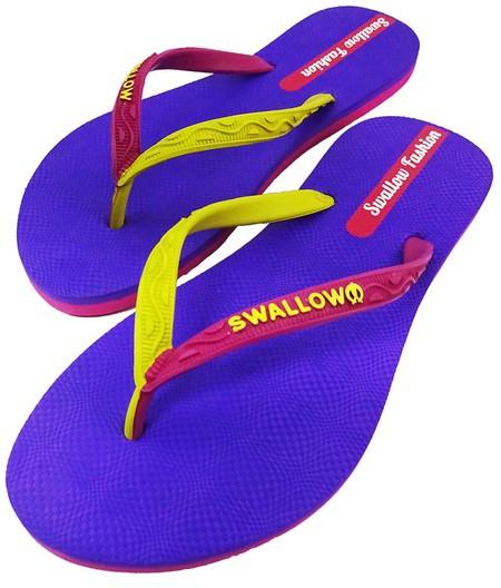 Slipper Swallow adalah Alas kaki Wanita berbahan karet yang lentur dan nyaman untuk keperluan sehari hari dengan motif berwarna Purple, size 10
