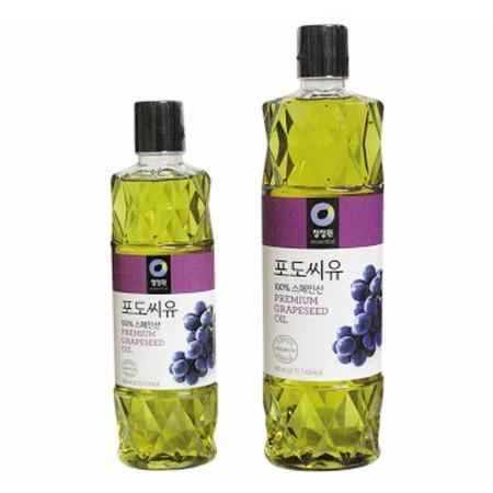 Daesang grapeseed oil merupakan minyak nabati yang terbuat dari ekstaksi biji buang anggur. Grapeseed Oil termasuk minyak yang paling ringan diantara berbagai jenis minyak lainnya dan merupakan minyak tak jenuh ganda serta mengandung senyawa bermanfaat se