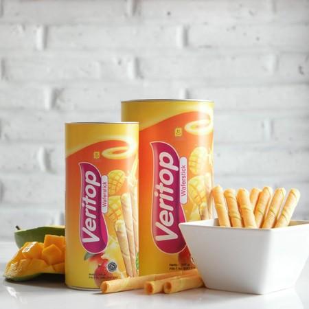 cream stick wafer yang renyah, nikmat, dan lezat, sehingga ideal untuk dijadikan cemilan dalam perjalanan atau saat santai Anda bersama keluarga.