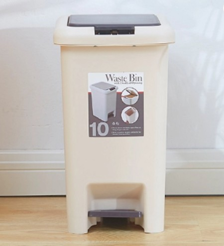 Square plastic dustbin. Size: Length 31 * Width 23 * Height 40 CM Material: PP Available in sizes 10LT & 15LT Color: Beige + Dark Brown